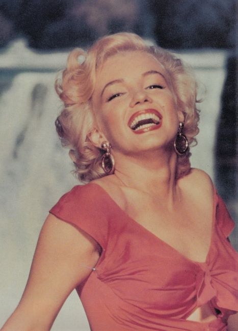 Most beautiful female smile/laugh - The Lobby - OneHallyu Marilyn Monroe Laughing Pictures Tumblr